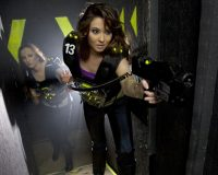 16_lasermaxx-lasertag-girl-with-vest2_bbec26-1621x1080