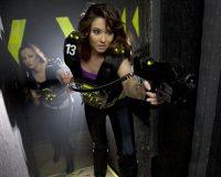 16_lasermaxx-lasertag-girl-with-vest2_bbec26-1621x1080